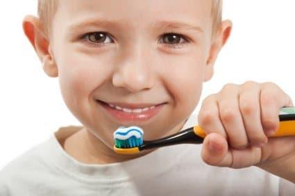 Les petits enfants et leurs dents