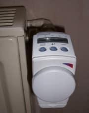 Radiateur à eau et robinet - source photos conseils-thermiques.org