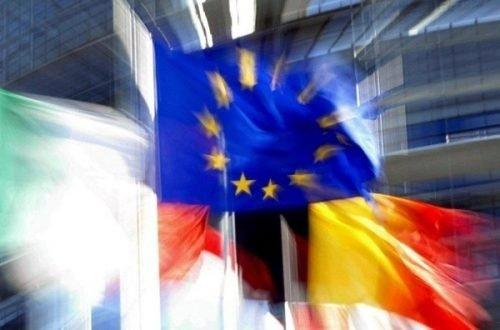 A-Strasbourg-drapeau-europen-flottant-vent-devant-Parlement-europeen_0_730_396