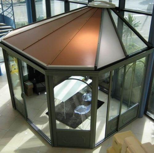 laissez vous s duire par une v randa pans coup s pour donner du caract re votre maison. Black Bedroom Furniture Sets. Home Design Ideas