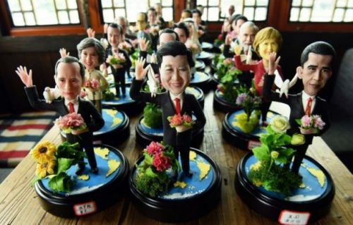 figurines-des-dirigeants-du-g20-confectionnees-par-l-artisan_2811272