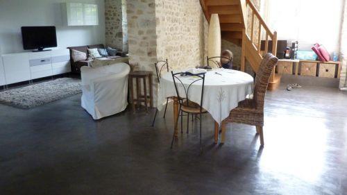 Les atouts du b ton cir pour sa maison individuelle for Beton cire sol interieur